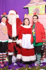 Selfless Elf Portraits with Santa (116 of 153)