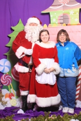 Selfless Elf Portraits with Santa (128 of 153)