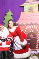 Selfless Elf Portraits with Santa (136 of 153)