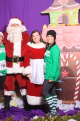 Selfless Elf Portraits with Santa (86 of 153)