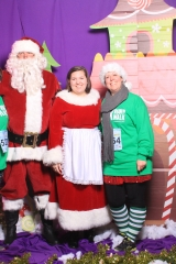 Selfless Elf Portraits with Santa (94 of 153)