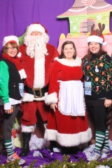 Selfless Elf Portraits with Santa (115 of 153)