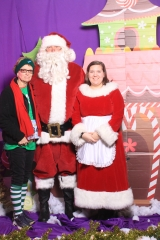 Selfless Elf Portraits with Santa (119 of 153)