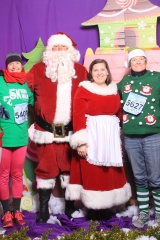 Selfless Elf Portraits with Santa (120 of 153)