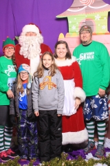 Selfless Elf Portraits with Santa (126 of 153)