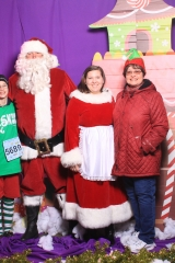 Selfless Elf Portraits with Santa (133 of 153)