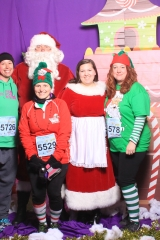 Selfless Elf Portraits with Santa (137 of 153)