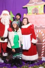 Selfless Elf Portraits with Santa (142 of 153)