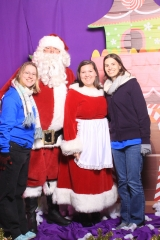 Selfless Elf Portraits with Santa (146 of 153)
