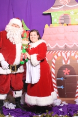Selfless Elf Portraits with Santa (148 of 153)