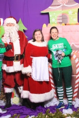 Selfless Elf Portraits with Santa (35 of 153)
