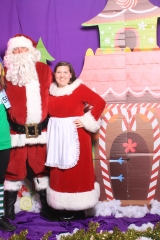 Selfless Elf Portraits with Santa (99 of 153)